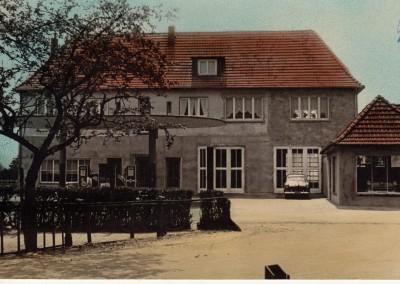 Das Autohaus Hagemeier in jungen Jahren nach der zweiten baulichen Erweiterung