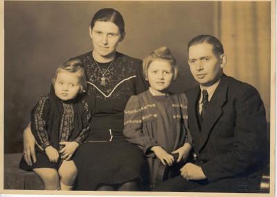Firmengründer Alfred und Wilma Hagemeier mit ihren beiden Töchtern Bärbel und Ursula