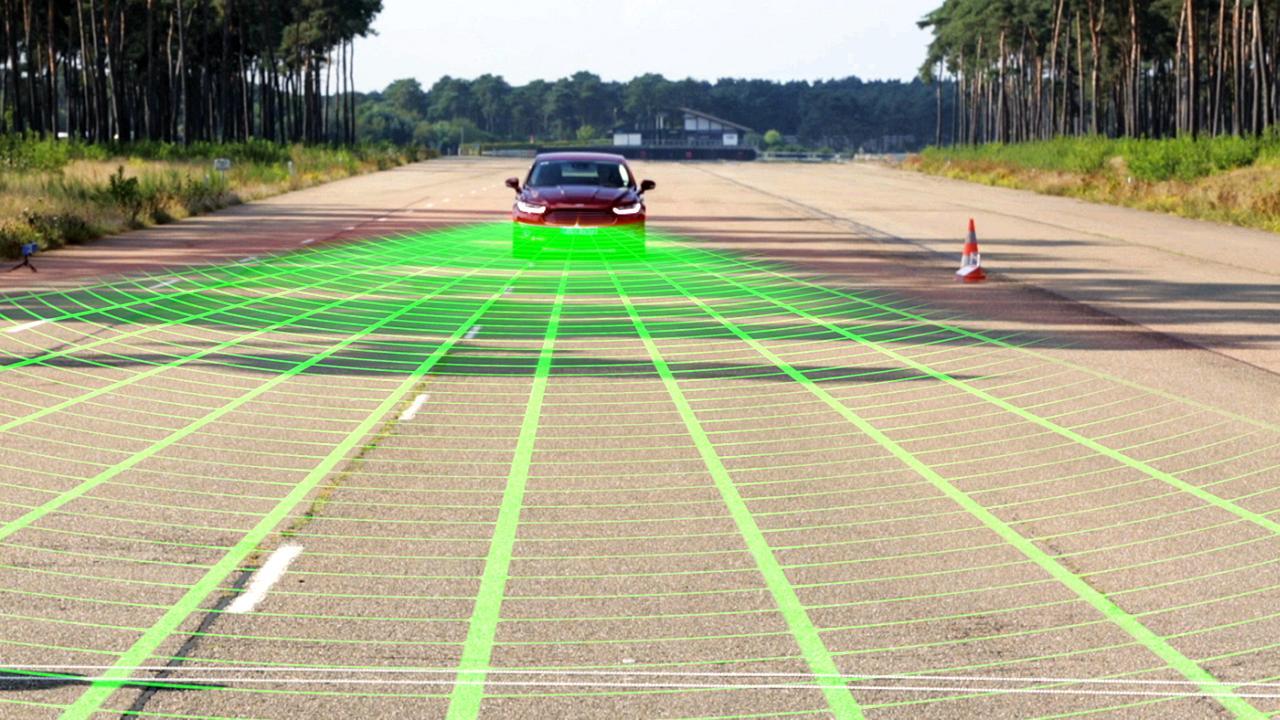 """Ford MONDEO """"Pre-Collision-Assist"""" mit Fußgängererkennung"""