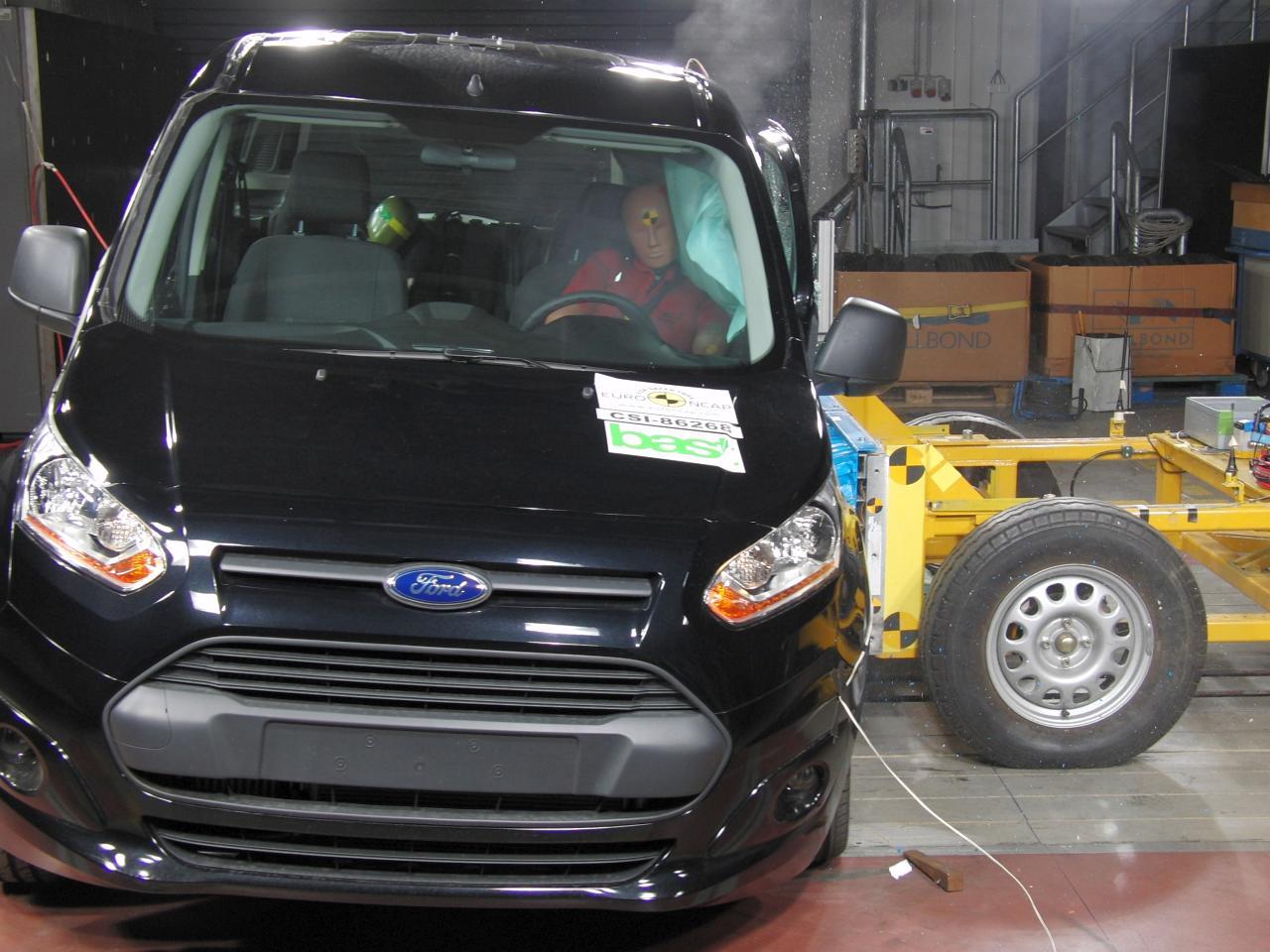 Ford TOURNEO CONNECT - als erster seiner Klasse fünf Sterne beim renommierten EURO NCAP-Crashtest